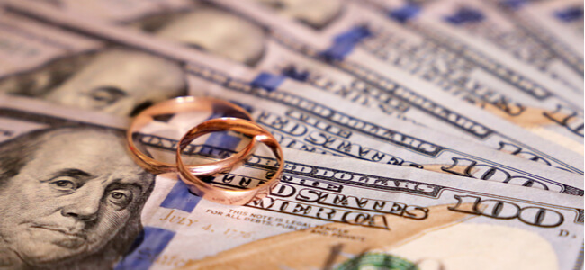 Wedding rings on US dollars